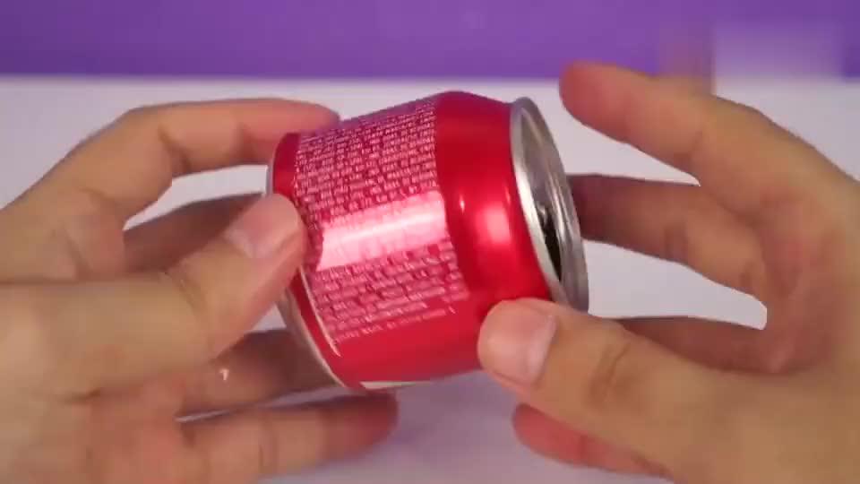 想喝牛奶香蕉奶?可乐罐就能手工变身搅拌机