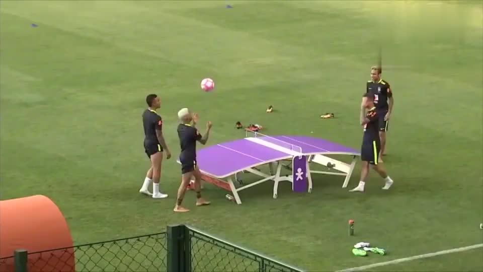 内马尔和队友训练时玩乒乓足球,不知道大家能玩几回合?