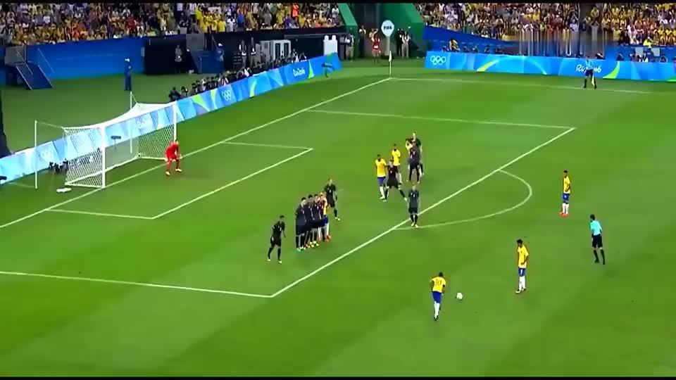 诠释最完美弧线球,足坛中不会重复的任意球,原来足球真的会拐弯