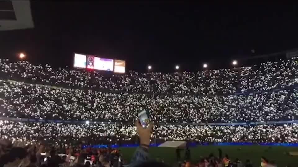 这不是演唱会的粉丝,这是诺坎普球场的球迷