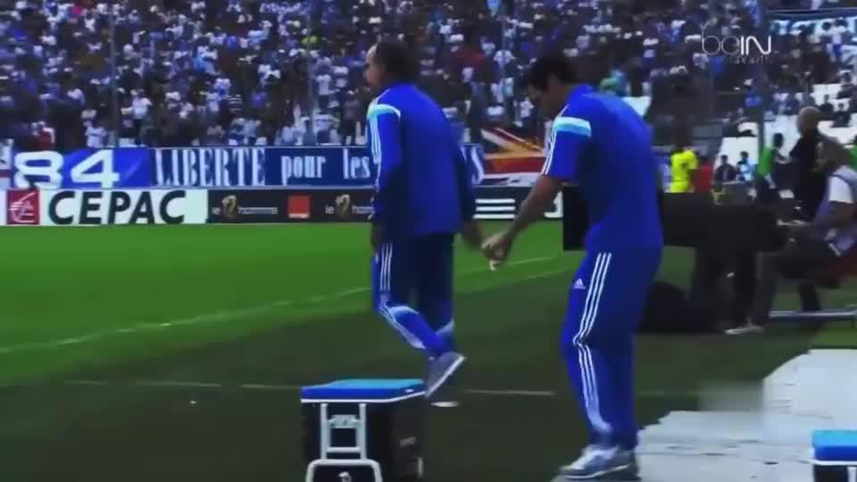 快乐足球时刻,足球场上幸亏有摄像机记录下这些有趣的时刻