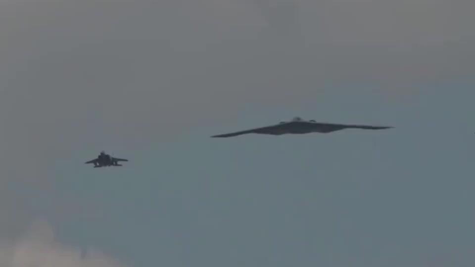 实拍B-2轰炸机