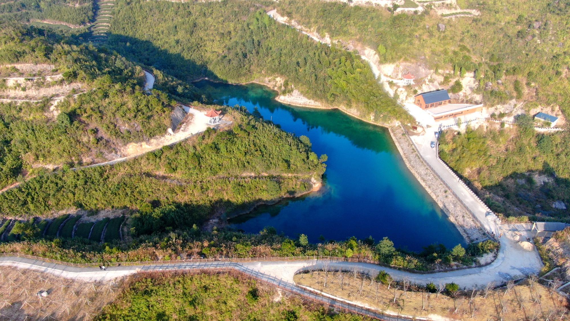 航拍厦门岛外的自然景观,同安七彩池,太美了