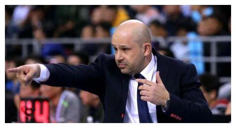 首练后李慕豪、范子铭谈雅尼斯:一个很有激情的教练