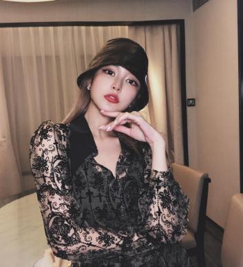 """有种""""整容""""叫周扬青换发型,掀起刘海后,像极真人芭比娃娃"""
