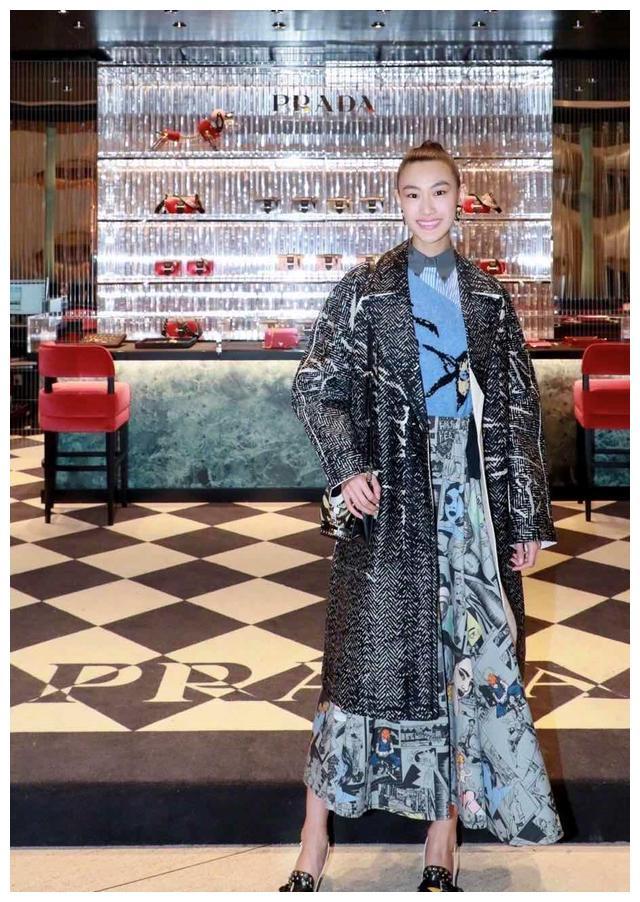 陈冠希老婆秦舒培不愧是超模,与刘雯合影也不输,一般人被比下去