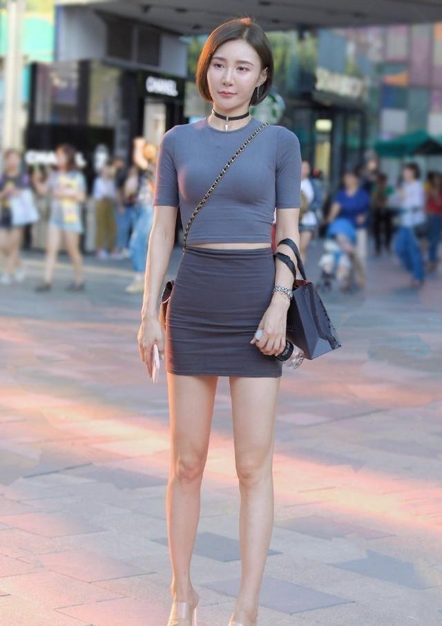 炎热夏日怎能少得了半身裙,怎么穿清凉又显瘦,跟时尚达人学穿搭