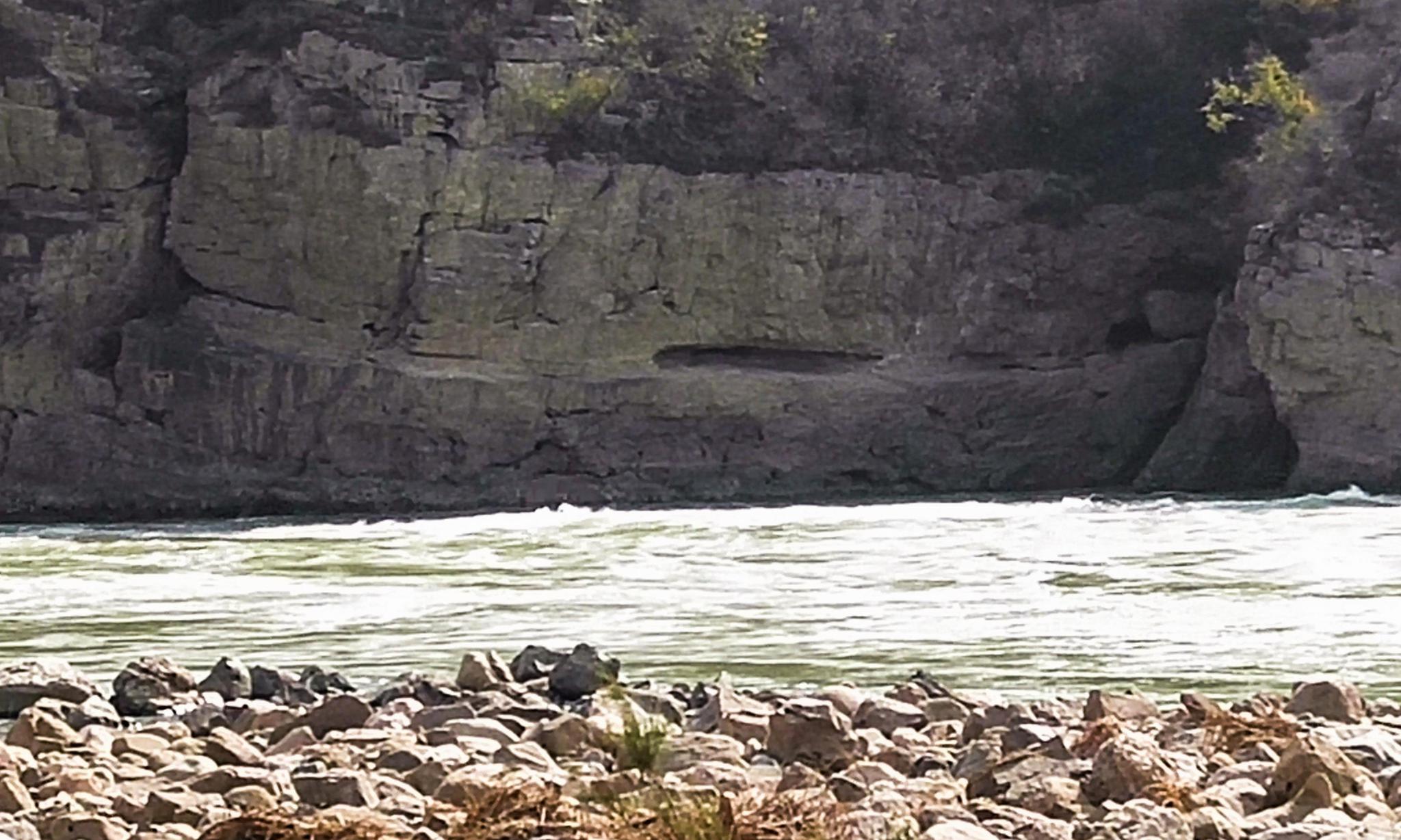 悬崖绝壁上的千年黄河古栈道,三门峡谷内,看是啥样子
