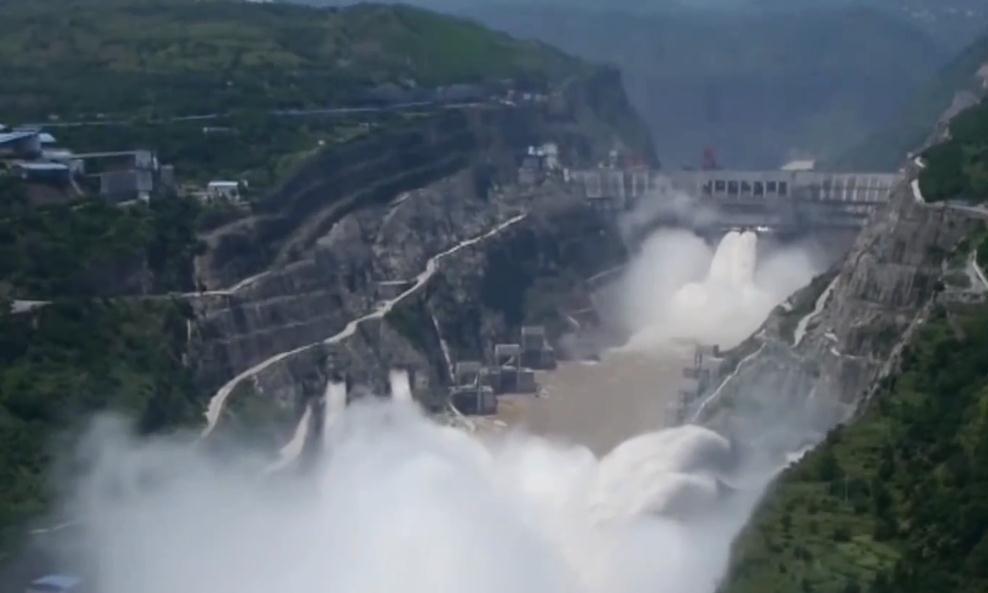 中国最险峻的盘山公路,短短6.8公里,就有68个弯道!