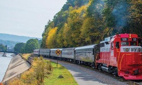 世界上最陡峭的铁路,火车一半在悬崖外,游客都怕掉下去