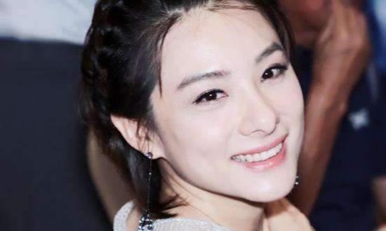 看完刘璇家的豪宅,迷上了她家沙发,患有产后抑郁症的她让人心疼