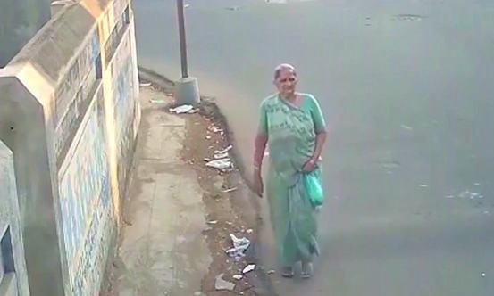 印度73岁老太产下1名男婴,仔细看过孩子后,好像哪里不对劲?
