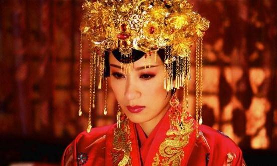 这个皇后只因动手了打宫女,就遭到皇帝诬陷,被废被打入冷宫