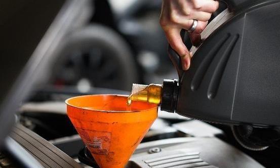 新手保养只懂换机油,老司机保养这三个零件必换,可增加汽车寿命