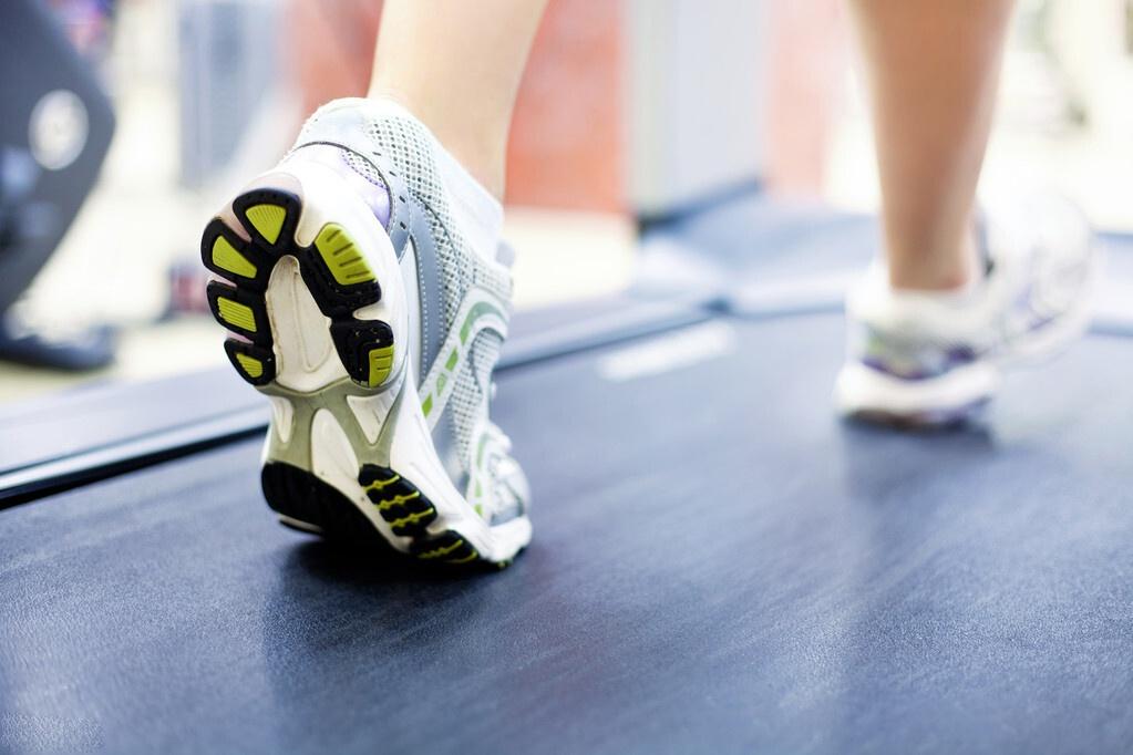 散步对人体健康有什么好处?走路可以改善哪些疾病?