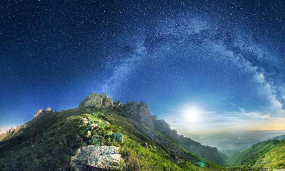 躺在草坪,仰望星空,每当想起童年,小编的眼泪就忍不住了