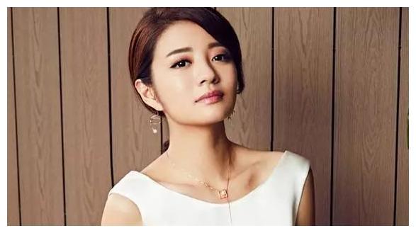 安以轩嫁有9个富豪身份的帅哥,生子获赠5.4亿,产后三月复出太拼