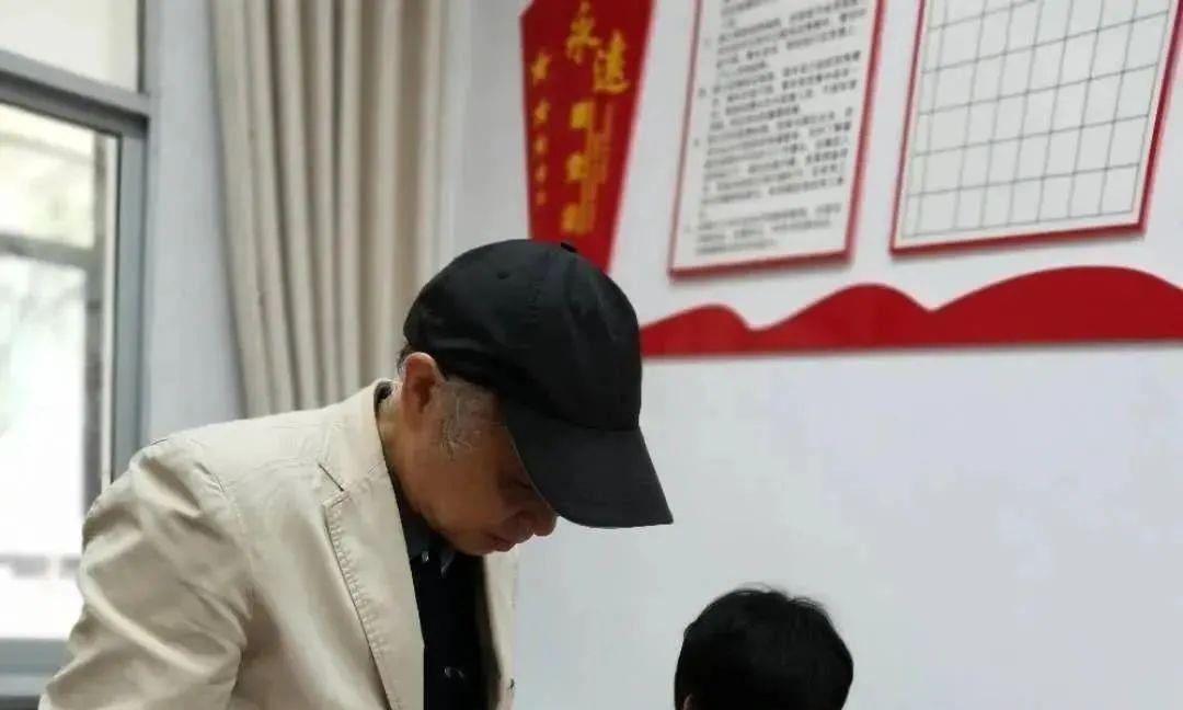 宜春一86岁老党员弥留之际嘱托:交最后一笔党费!致敬!