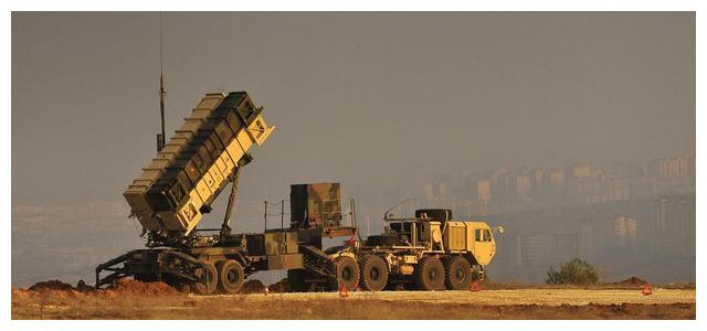 大批导弹袭击沙特基地,爱国者导弹终于发威,俄警告伊朗动真格了