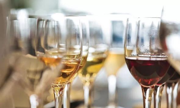 白葡萄酒和红葡萄酒有什么区别?