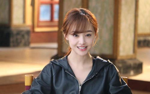 郑爽4个大学室友,景甜阚清子都已走红,而她搭档王凯都不火