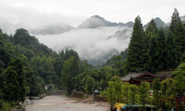 我国西蜀第一山,传说中白素贞的出生地,网友:能看到白蛇吗?