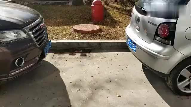 逆向侧方停车注意事项,找不对参照点,右后轮容易剐蹭路牙子