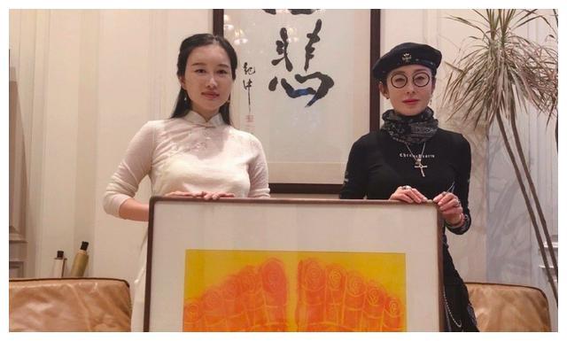 张敏拜访大导演张纪中,52岁颜值回春,知情人暗示她将复出?