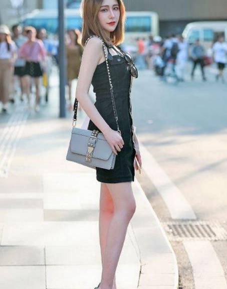 街拍美图:都市小姐姐,穿出个性时尚风,绽放优雅的姿态!