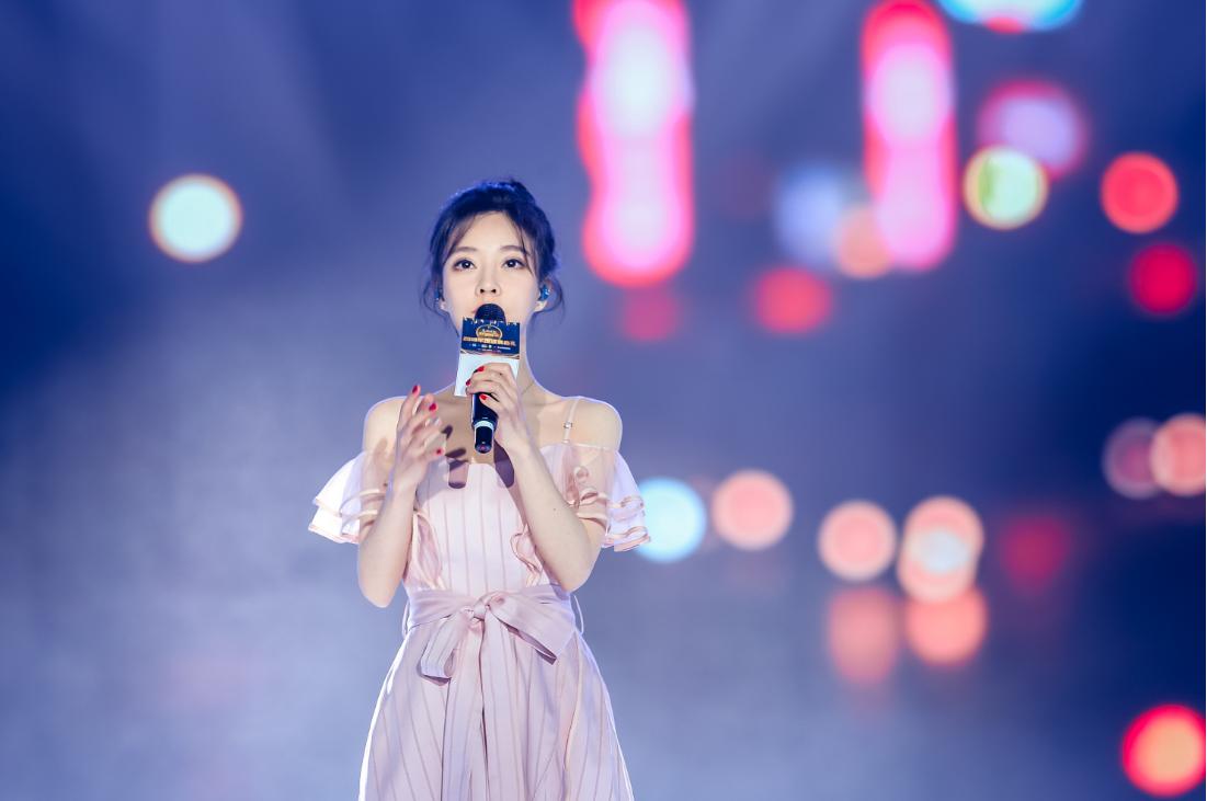 她用声音为自己的正名,获最受欢迎女歌手,签约番茄小说朗读官!