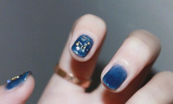 蓝色指甲油,清新淡雅,满满时尚感超级好看爱了爱了