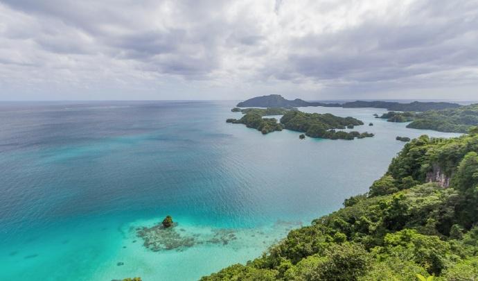 斐济岛,位于南太平洋中心,是名副其实的度假天堂