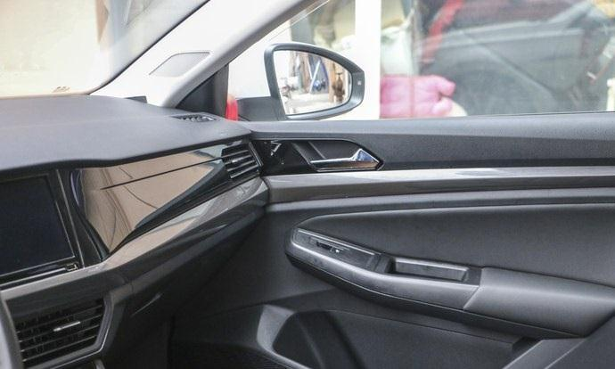 大众又一款王牌轿车,颜值高性能强大,提供五大座布局