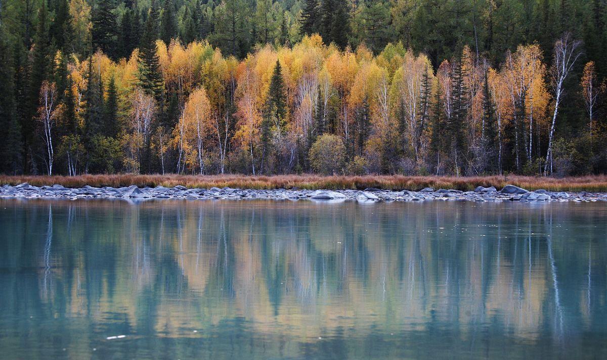 中国十大最美湖泊-喀纳斯湖(新疆自治区) 景点照片欣赏