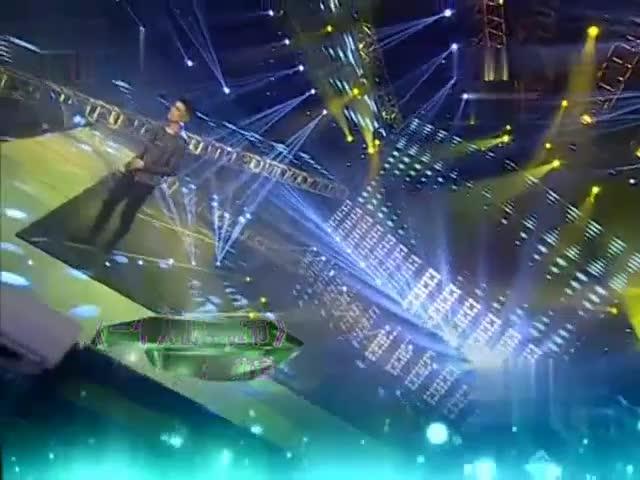 张赫宣现场演唱《一个人的圣诞节》,深情又催泪