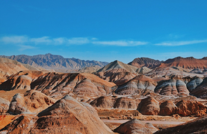 甘肃张掖丹霞地貌,犹如斜铺的彩条布