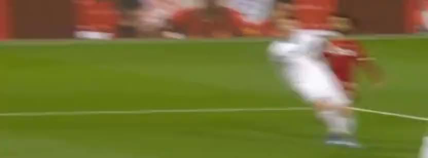 萨拉赫弧线球射门,法比安斯基门前神扑救主了