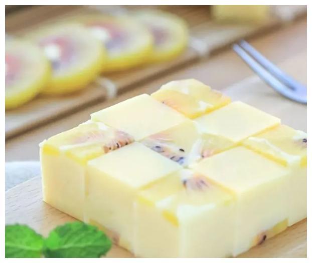 猕猴桃和酸奶,做孩子喜欢吃的甜点,营养丰富,十分简单