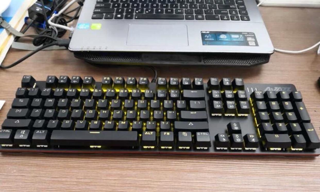 黑爵机械战警游戏键盘测评,出色体验值得关注
