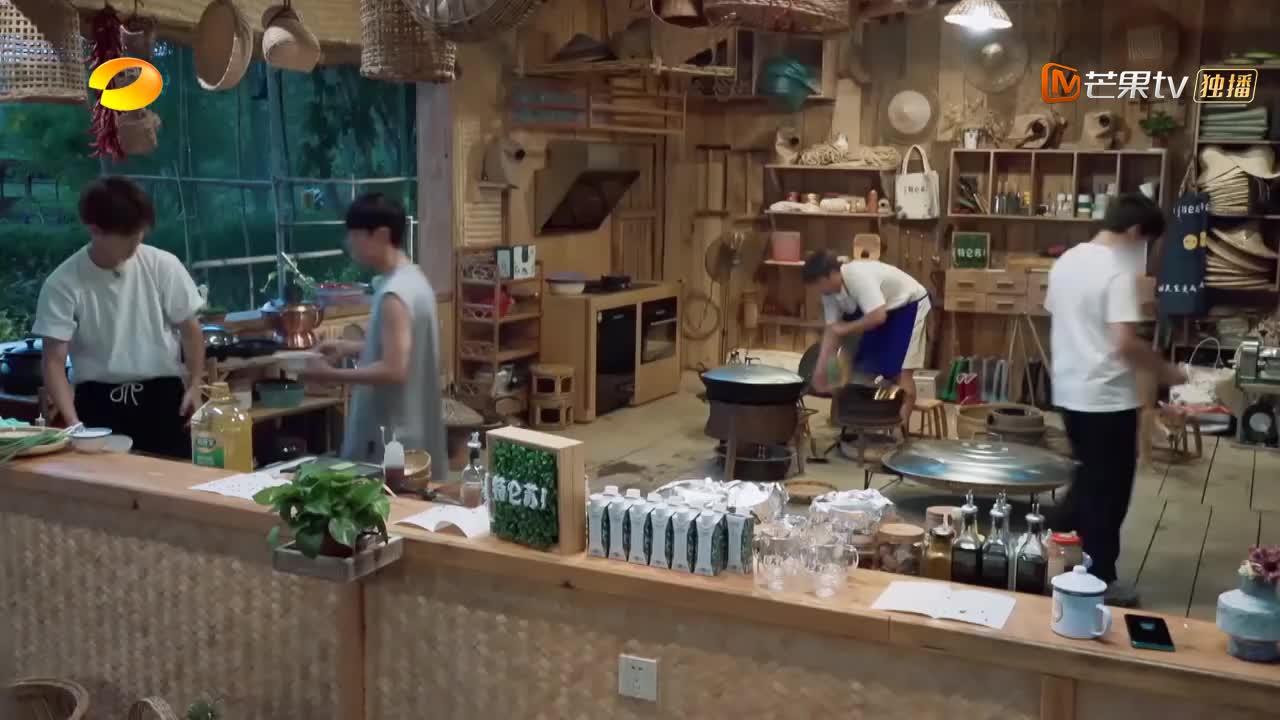 大厨黄磊豪华菜谱,有肉有海鲜超豪横,谭松韵馋的流口水
