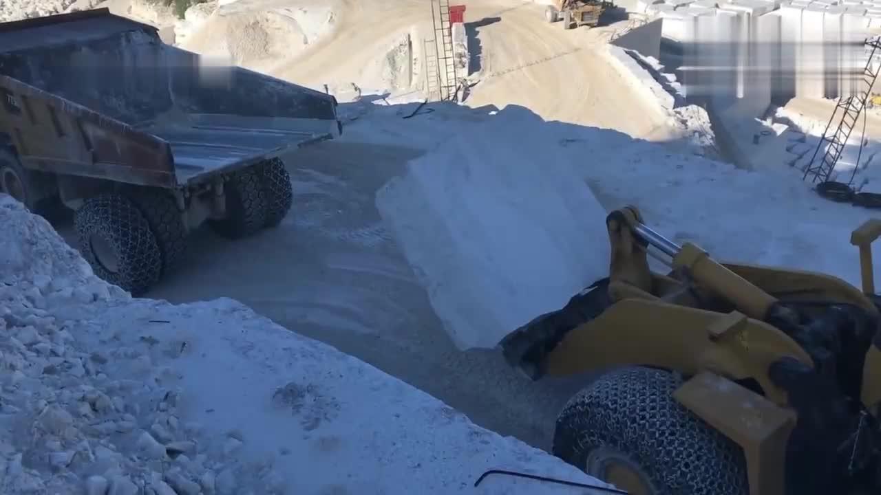 几十吨的大理石是怎么开采出来的?涨姿势了!