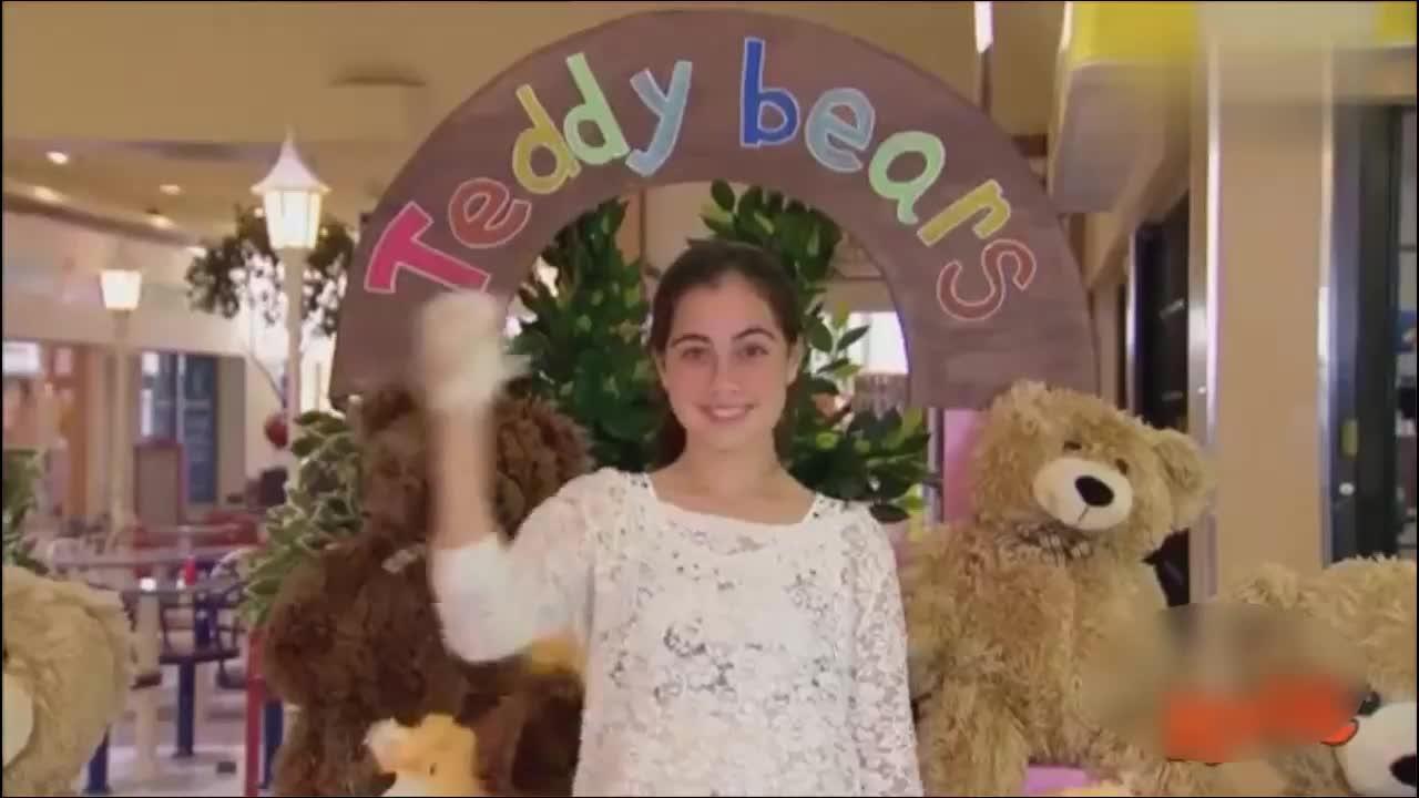 孩子们给泰迪熊的拥抱,却是一场搞笑的整蛊