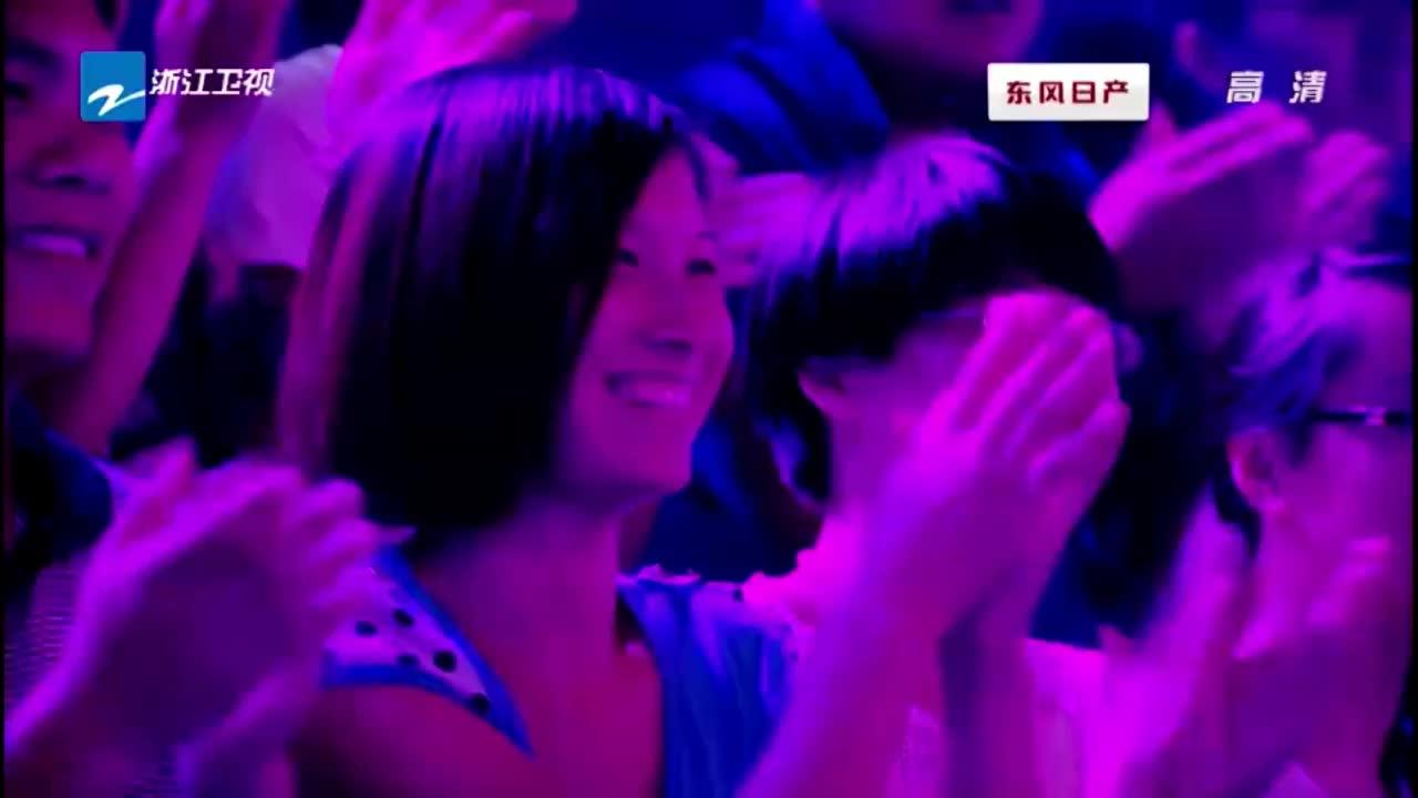 遇见好声音:黄龄演唱英文歌,李维真为其伴舞,帅呆了!