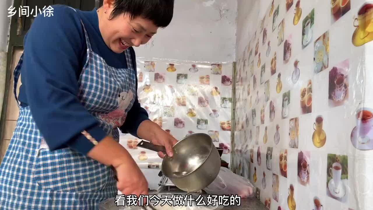 酸菜猪肉水饺这样包,皮薄馅大,一咬出汤,老公一口一个吃嗨了