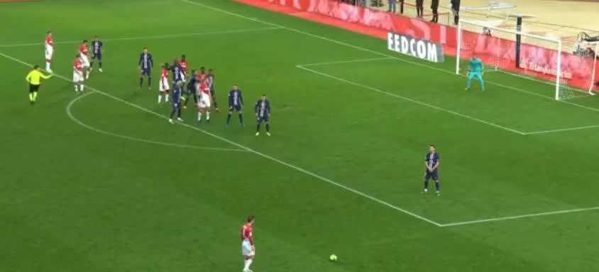 摩纳哥定位球开出,巴卡约科抢点破门
