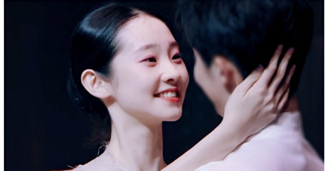 颜值不输刘亦菲,一支舞惊艳无数网友,演《芳华》军装造型上热搜