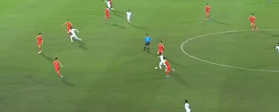 沙特队单刀制造点球,加里布点球被陈威神勇扑出了