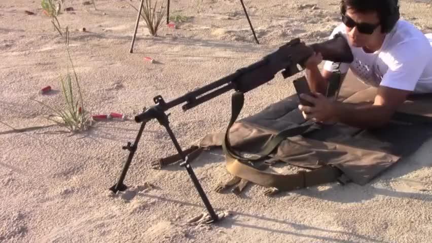 收藏家的心头肉:二战的BAR勃朗宁轻机枪,射击实测!