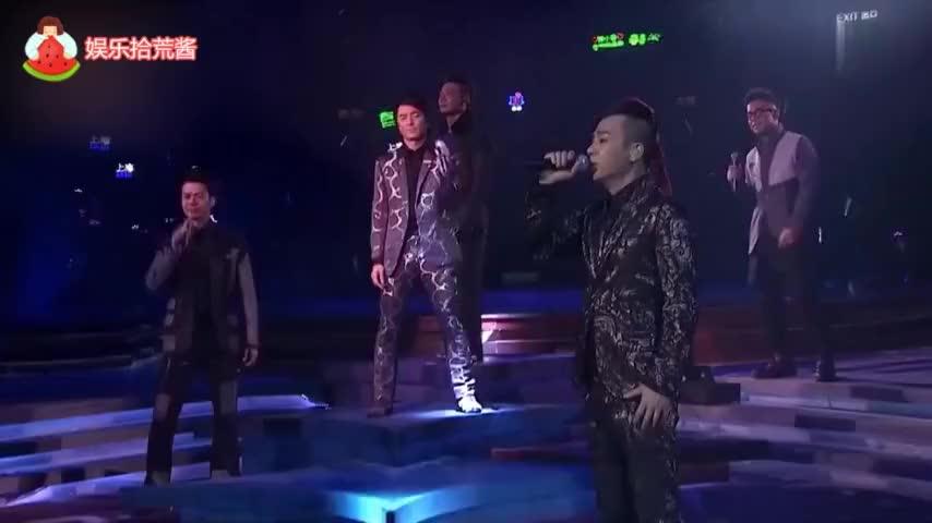 明星夫妻撒狗粮名场面:陈小春应采儿最甜,邓超隔空对孙俪比心!