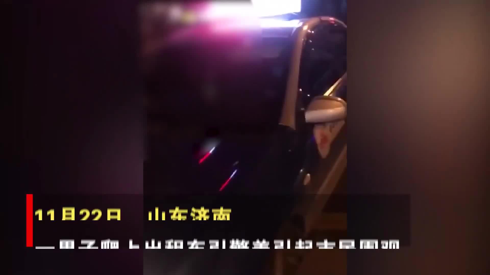 本地司机因纠纷爬外地车引擎盖,下一秒外地车直接飞驰地域歧视?